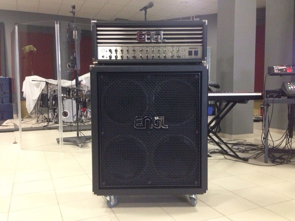 Студия Famous Music. ENGL INVADER-II 100W All-tube Guitar Head Amp и ENGL E 412 PRO XXL Speaker Cabinet в студии звукозап...